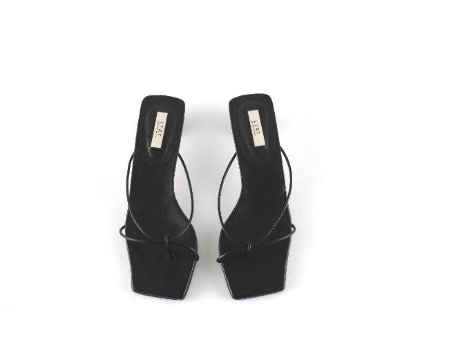 String Sandal - black